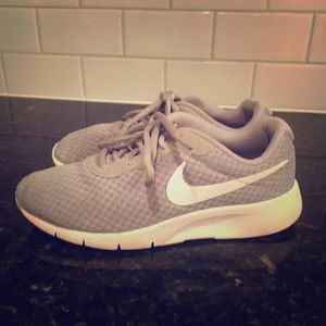 Nike Tanjun Sneakers Size 5